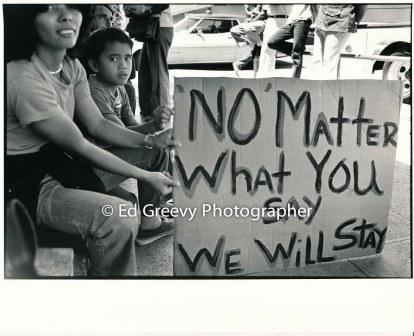 waiahole-waikane-residents-rosa-bautista-and-frank-royos-at-city-hall-protest-of-evictions-inwaiahole-waikane-2987-2-25-5-14-76