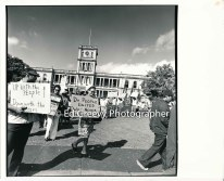 waiahole-waikane-residents-and-their-supporters-picket-circuit-court-to-protest-evictions-2981-10-6-4-21-76