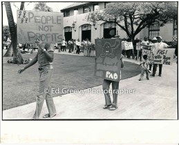 waiahole-waikane-residents-demonstrate-against-evictions-at-city-hall-2987-9-1a-5-14-76