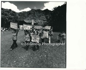 waiahole-waikane-residents-protest-evictions-on-landlord-mrs-marks%ca%bb-front-yard-2981-9-10-4-21-76