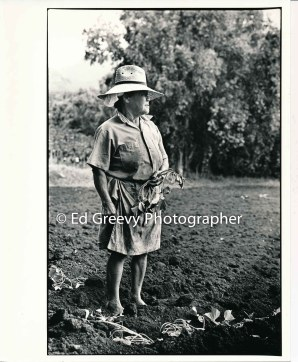 waiahole-farmer-kame-teruya-tending-her-farm-2654-1-30-4-28-73_