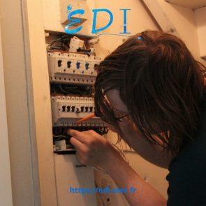 Intervention de notre technicien sur un tableau électrique.