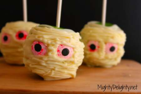 mummy-white-chocolate-candy-apples
