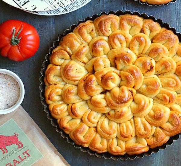pinot grigio and sun-dried tomato pesto pull-apart bread