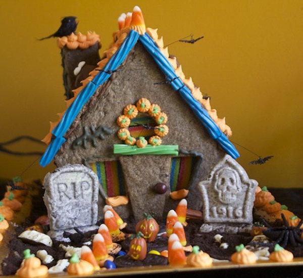Amazing haunted halloween cookie house