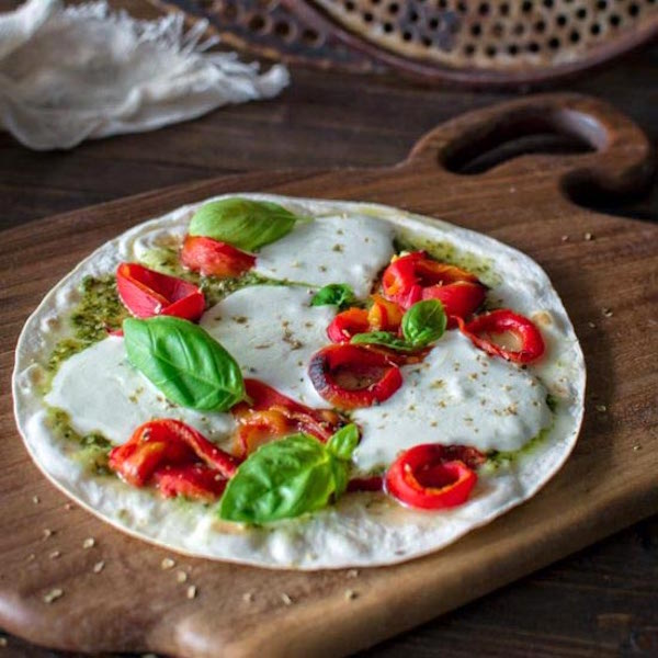 5 min tortilla pizza with roasted peppers