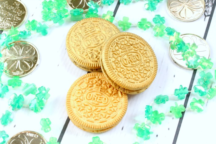 How To Make Golden Oreo's For St Patrick's Day Treats