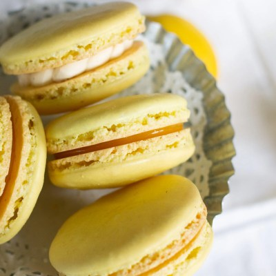 The best method for macarons bursting with lemon flavor