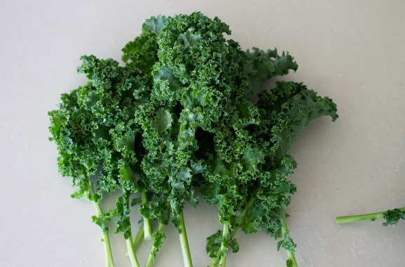 Curly kale and how to cook kale from Edible Times.