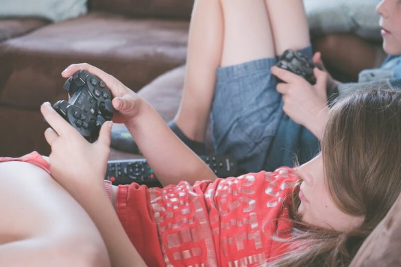 Screen time for kids - how much is too much? 3 easy steps to ensure online safety. 3
