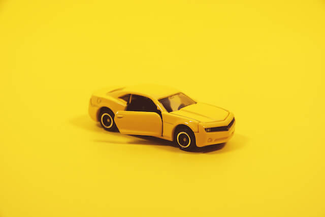 White, yellow, black? - can specific car color protect you from accidents on the road?