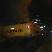Quema de maquinaria, miguelitos y barricadas esta madrugada frente a la Unap, en vísperas del 11
