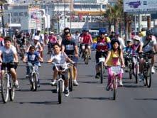 Familias iquiqueñas disfrutaron con primera cicletada Misión Noche Buena