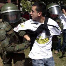 Nada más que discriminación y prepotencia: más de 100 hinchas de Colo Colo detenidos por Carabineros