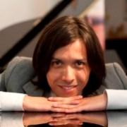 Reconocen talento de pianista iquiqueño becado en Europa