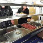 Becas de alimentación para universitarios se mantendrán en enero y febrero