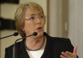 Nueva encuesta ratifica que Bachelet es imbatible frente a  candidatos-ministros de derecha
