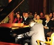 """Pianista polaco Lukasz Kwiatkowski presentó concierto """"De Polonia a Iquique"""""""