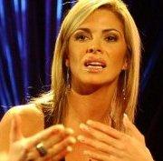"""UDI sigue reclutando faranduleros. Carla Ochoa, ex pareja de Miguel """"Negro"""" Piñera, candidata a concejala"""