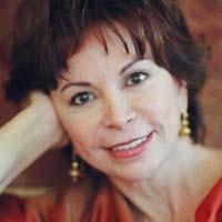 Escritora Isabel Allende admite que consumió drogas y critica a Sebastián Piñera