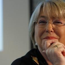 CEP: Bachelet mantiene aplastante ventaja y aprobación a Piñera sube levemente