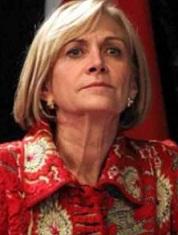 Evelyn Matthei agradecerá con  ramo de rosas a madre de Bachelet, que exculpó a su padre por muerte del general  Bachelet