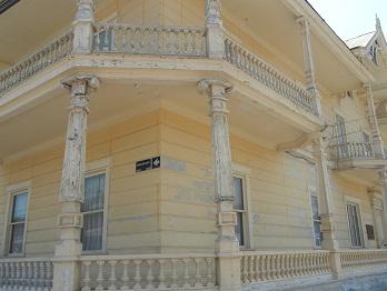 Hermosa arquitectura en Avenida Baquedano, Monumento Nacional