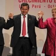 """Bachelet: """"Las mujeres América latina siguen estando debajo de la mesa"""""""