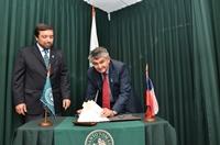 Universidad Santo Tomás y Rotary Club Cavancha firman convenio de colaboración