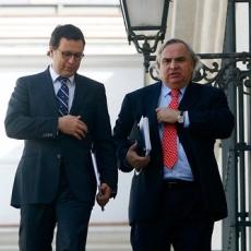 Salida de Hinzpeter altera diseño de poder personalista de Piñera