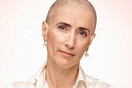 """Sernam lanza campaña contra cáncer de mama con conocidas mujeres chilenas """"rapadas"""" entre ellas la ministra Schmidt, en la foto"""