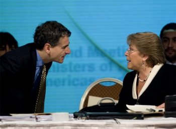 La hoja de ruta de Bachelet: PS la proclamaría en enero y en marzo volverá al país