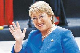 Para alegría de muchos y preocupación de otros:  Bachelet regresa a Chile por dos semanas