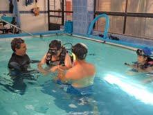 Con clases de buceo apoyan procesos de rehabilitación en niños de la Teletón