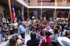 Renuevan permiso a comerciantes ambulantes y alcalde se compromete con barrio comercial