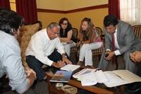Alcalde Soria y autoridades del Serviu analizan ejecución de proyectos