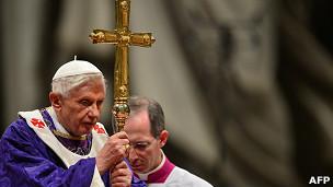 Las sinuosas cuentas del Vaticano y el caos financiero que deja Benedicto XVI