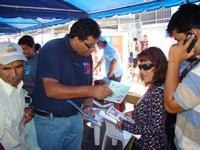 Previenen la Tuberculosis practicando baciloscopías en la Plaza Prat de Iquique