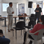Gobernador del Tamarugal y Director Regional de SII exponen beneficios de reforma tributaria