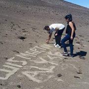 """Como """"el colmo de la ignorancia"""" calificó arqueólogo Horacio Larraín, rayados a los pies del Cerro Unita"""