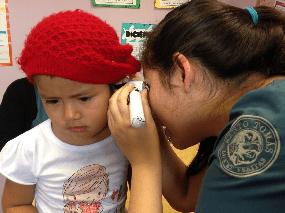 Escuela de Fonoaudiología de Santo Tomás realiza   exámenes auditivos a preescolares