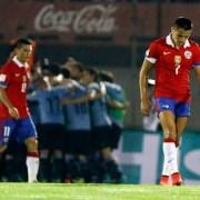"""Una irreconocible Selección Chilena no pudo ante la garra """"charrúa"""" y conoció su primera derrota"""