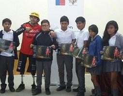 Deportista Adolfo Almarza amputado de sus piernas da charla motivacional