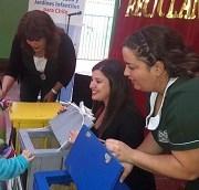 Entregan contenedores para reciclaje de basura a jardín infantil de la JUNJI