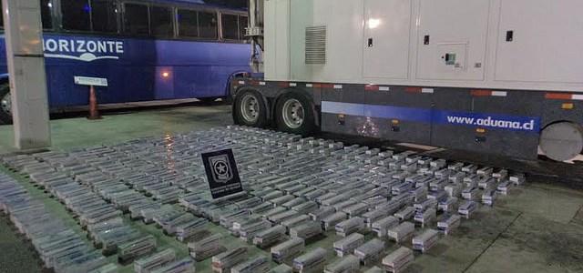 Aduana detecta 795 cartones de cigarrillos ocultos en estructura de bus