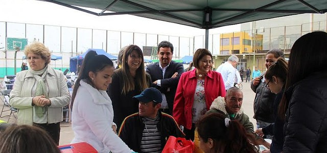 Autoridades junto a las personas sin hogar participaron en Fonda Solidaria