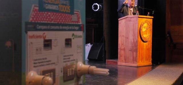 Entregan kit de ahorro de energía a pobladores de Alto Hospicio