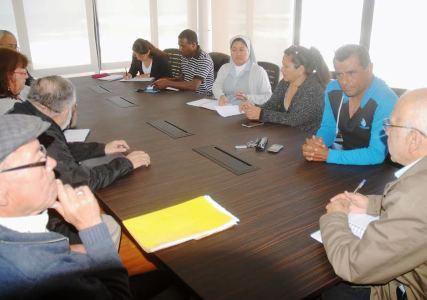 Buscan solucionar problema de migrantes que se reúnen en afueras de Casa de Acogida