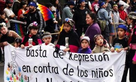 Escuelas convertidas en cuarteles: La dramática realidad de los niños mapuches