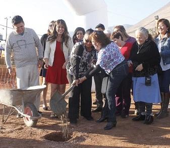 Vecinos participaron en Primera piedra para construcción de 50 departamentos en Conjunto Las Quintas Palmeras